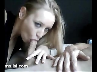sexy blonde get fingered in ass then cums(woocams.lsl.com)